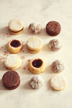 cookies with jam and with cacao // Lovely baking Xmas Cookies, No Bake Cookies, Cupcake Cookies, Cupcakes, Yummy Cookies, Yummy Treats, Delicious Desserts, Sweet Treats, Yummy Food
