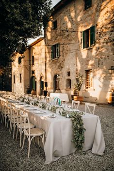 Foliage Table Runner At Outdoor Wedding In Tuscany Tuscany Wedding Venue, Italy Wedding, Weddings In Italy, Italian Wedding Venues, Outdoor Wedding Reception, Wedding Dinner, Outdoor Wedding Locations, Wedding Car, Wedding Bouquet