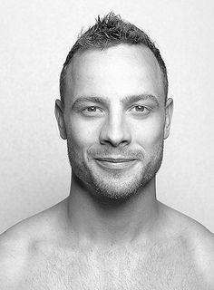 Oscar Pistorius is an inspiration to every person out there. Determination can do a lot for a person Oscar Pistorius, Hot Guys, Hot Men, Sad Stories, Blade Runner, Olympians, Nostalgia, Handsome, African