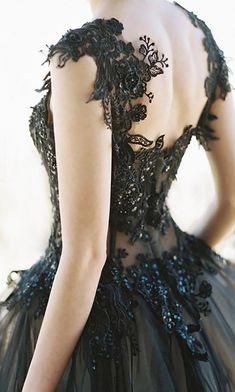 Desert bridal inspiration in film black wedding dress vestid Halloween Wedding Dresses, Black Wedding Dresses, Halloween Weddings, Beautiful Gowns, Beautiful Outfits, Gorgeous Dress, Beautiful Images, Evening Dresses, Prom Dresses