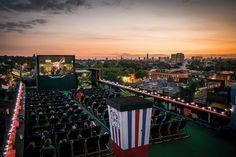 ROOFTOP CINEMA CLUB. Que tal pegar um cineminha com uma vista deslumbrante? #cinema #movie #rooftop #view
