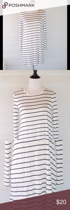 "H&M Striped Oversize Knit Dress Small 4 6 Simple H&M dark navy and white dress. Size small. Just purchased and worn once. Hits at knee on me...I'm 5'1"". Dresses Mini"