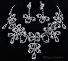 AB Floral necklace set  http://www.rinhoo.com/Fashion-Rhinestone-Necklace-And-Earring-Sets.-OPP+card-Packing_28978.html
