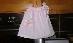 Vestidinho pra bebé 0 a 3 meses. Contato vera.massano@hotmail.com