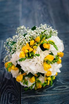 """""""Don't get blinded by our love"""" : Le joli mariage jaune de Mélodie et Silvère                                                                                                                                                                                 Plus"""