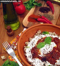 Yogurt sauce & tomatoes sauce  Kayseri Mantisi Turkish Recipes, Ethnic Recipes, Yogurt Sauce, Tomato Sauce, Hummus, Turkey, Dressing, Food, Sauces
