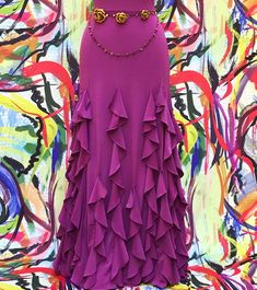 Flamenco skirt composed of 6 sheets and 18 vertical ruffes that make it particularly rich. Flamenco Costume, Flamenco Skirt, Ballet Clothes, Hijab Fashion Inspiration, Evening Dresses For Weddings, Skirt Patterns Sewing, Gypsy Skirt, Lehenga Designs, Western Outfits