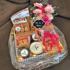 Breakfast Basket, Bouquet Box, Valentines Gift Box, Christmas Hamper, Birthday Breakfast, Diy Gift Baskets, Diy Presents, Party In A Box, Fruit Smoothies
