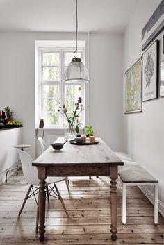 Wow! Alter Tisch & Designklassiker - schöne Kombination