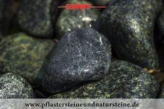 Firma B&M GRANITY – grüner Serpentin - diverse, bunte Splitt-, Kies-, Ziersteine-, Schotter-Sorten für den Garten. Auch solche Steine werden mit dem Firmenfuhrpark (B&M GRANITY) an Kunden geliefert.      http://www.pflastersteineundnatursteine.de/fotogalerie/splitt-schotter-kies/