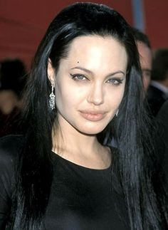Angelina Jolie does spooky starlet glamour at the 2000 Oscars |15 Gothic Red Carpet Looks #hair #style