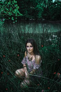 Fantasy is a part of shot and a part of postproduction. Before to shot is important to know the concept and mood of your pics and in this one I search a real fanrasy mood. Model @simonaincarnato_ Mua @letiziasalamua #portrait #portraiture #mood #fantasy #grass #beauty #girl #view #lake #pucsoftheday #shooting