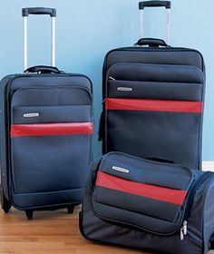 Duct tape used to mark a suitcase - 20 New Uses for Tape