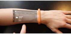 Projecteer en bedien je smartphone op je arm