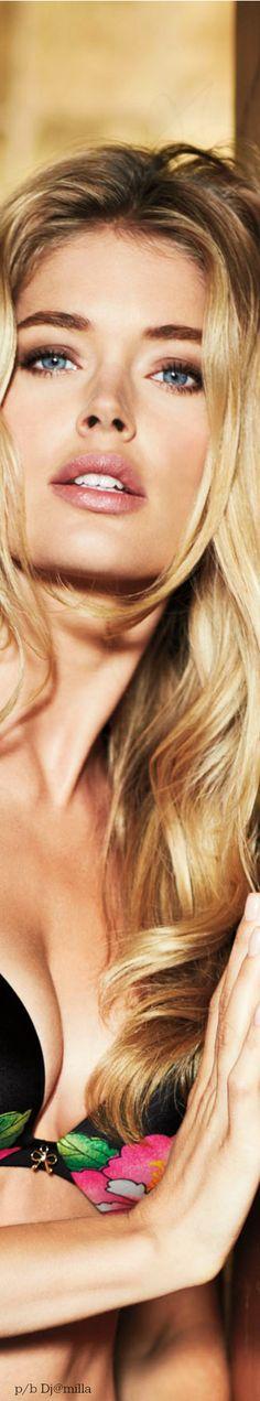 Beautiful light blonde with dark roots Blonde With Dark Roots, Light Blonde, Dark Blonde, Beautiful Lips, Beautiful People, Beautiful Women, Perfect Red Lips, Doutzen Kroes, Attractive People