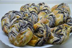A mákos kelt briós délutáni desszertnek és reggelinek is tökéletes. Mindenképp tejjel ajánlott fogyasztani. Nem túl bonyolult a recpet és nagyon finom is.