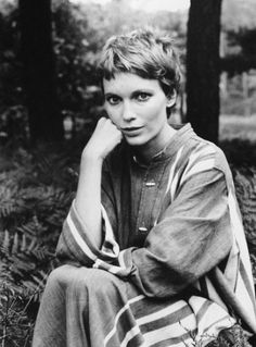 Mia Farrow by Alfred Eisenstaedt – – hair styles Pixie Crop, Short Pixie, Short Hair Cuts, Shaggy Pixie Cuts, Pixie Hairstyles, Pixie Haircut, Cool Hairstyles, Hair Inspo, Hair Inspiration