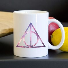 Harry Potter Snitch, Harry Potter Mugs, Harry Potter Quotes, Harry Potter Festival, Coffee Cups, Tea Cups, Diy Mugs, Voldemort, Deathly Hallows