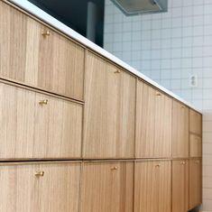 Kitchen Redo, Home Decor Kitchen, Kitchen Furniture, Home Kitchens, Kitchen Remodel, Kitchen Design, Ikea Ekestad, Cabinet Door Styles, Bright Kitchens