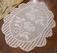 Tapete crú em crochê filé oval com lindas rosas, barbante 4/6 e agulha 3,5mm.        Gráficos