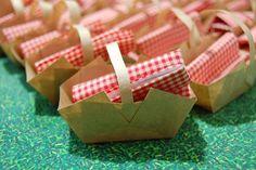 A Festa que Eu Quero - Convite mais que especial em formato de cestinha, com o…