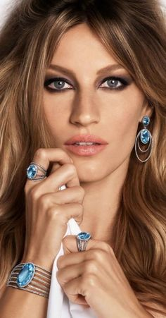 Love her hair color. And the eye makeup. Gisele Bundchen for Vivara 2015 Jewelry Campaign