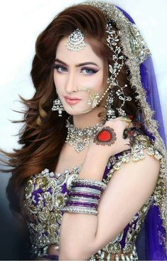 Bridal Jewelry Looks. Desi Bride, Fashion Mode, Fashion Week, Bridal Looks, Bridal Style, Pakistan Bride, Pakistani Bridal Makeup, Bridal Makeover, Braut Make-up