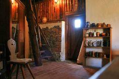 stodola | Samota u houpacího koně