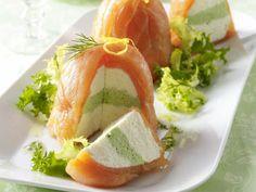 Lachstürmchen mit Frischkäse-Meerrettichcreme, Salat und Dillvinaigrette