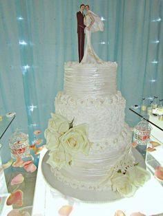 Bolo de Casamento 3 Andares de Bolo com cobertura de Chantilly.....Massa Branca com Recheio de Brigadeiro de Doce de Leite, com Nozes e Ninho Trufado