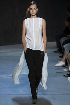 Narciso Rodriguez Spring 2017 Ready-to-Wear Fashion Show - Maartje Verhoef