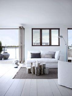 Przykład mieszkania: biała podłoga i ciemne okna (samo urządzenie nie jest dla mnie wzorcowe)