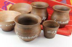 Набор посуды ручной работы с надписями на башкирском.
