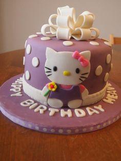 Hello Kitty Present Cake #hellokittycake #purplehellokittycake #gumpastebow