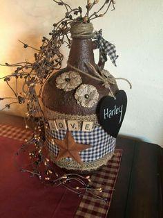 primitive country decorating ideas for living rooms Wine Jug Crafts, Mason Jar Crafts, Mason Jars, Wine Bottle Art, Diy Bottle, Primitive Crafts, Primitive Christmas, Primitive Country, Primitive Quilts