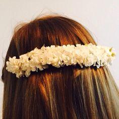 Silvia llevo esta preciosa doble media corona de flor pequeña