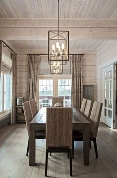 Harmonious colour scheme and natural materials make Honka log homes a cozy and warm living environment. Log Home Interiors, Cottage Interiors, Log Home Living, Cozy Living Rooms, Warm Dining Room, Dining Rooms, Salons Cosy, Log Home Decorating, Decorating Kitchen