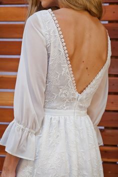 detailed-shot-dreamers-and-lovers-raven-bohemian-wedding-dress