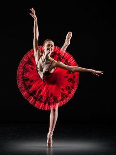 Dance. Ballet en pointe. Love the tutu.