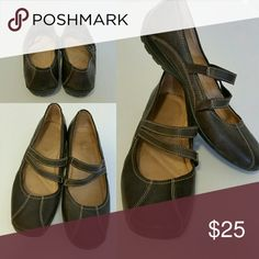 Naturalizer Mary Janes Chocolate brown Mary Janes with the kind of comfort you expect from Naturalizer. General wear but no noticeable defects. Naturalizer Shoes Flats & Loafers