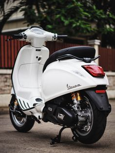 Vespa Sprint White Vespa 300, New Vespa, Vespa Sprint, Vespa Motorcycle, Lambretta Scooter, Vespa Scooters, Tmax Yamaha, Vespa Roller, Italian Scooter