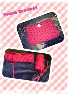 Proceso de creación propia de un bolso de mano. Realizado a crochet o ganchillo con trapillo fucsia en punto bajo #crochet #ganchillo #puntobajo #soniart