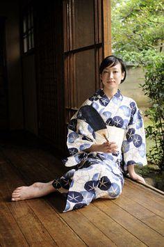 kawaii kimono: yukata: asagao / あさがお Tamaki Ogawa 緒川たまき Kimono Japan, Yukata Kimono, Kimono Fabric, Japanese Kimono, Beautiful Japanese Girl, Japanese Beauty, Beautiful Asian Women, Traditional Kimono, Traditional Dresses