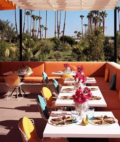 Let's hit the desert for a quick getaway! Where to eat, stay and play in Palm Springs. The hottest hotels, best bites and a guide for what to wear.