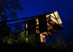 This treetop holiday home offers a unique vantage point over a Sri Lankan rubber plantation and the jungle beyond.