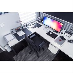 DIY Computer Desk Ideas for Making Your Home Office More.- DIY Computer Desk Ideas for Making Your Home Office More Gorgeous Beautiful, minimal desks and workstations – 9 - Home Office Setup, Office Workspace, Home Office Design, Office Ideas, Desk Ideas, Room Ideas, Office Chairs, Office Designs, Office Table
