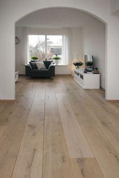 parket Eiken - Tudor HM Naturale - Deze Eiken vloer is met een NATURALE finish behandeld waardoor het lijkt of de vloer niet afgewerkt is. Een vloer met een natuurlijke look.