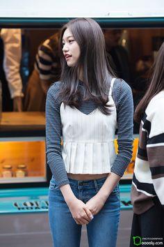 kim doyeon produce 101 i. Korean Airport Fashion, Korean Fashion Kpop, Korean Outfits, Kim Doyeon, Cute Korean, Casual Street Style, South Korean Girls, Girl Crushes, Kpop Girls