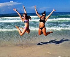 Typical jumping on the beach picture with the bestie