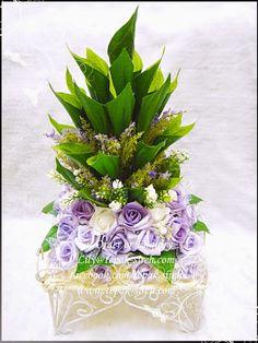 Image from http://4.bp.blogspot.com/-Bl579jIrVCE/VQwow4NigGI/AAAAAAAAE74/kVjlH_EbF_o/s1600/Gubahan-Sireh-Junjung-Purple.jpg.